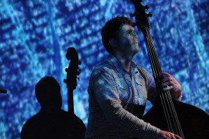 "Nick Blacka, insieme a Chris Illingworth e Rob Turner, fa parte del trio ""nu jazz"" GoGo Penguin."
