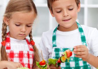 bambini in cucina