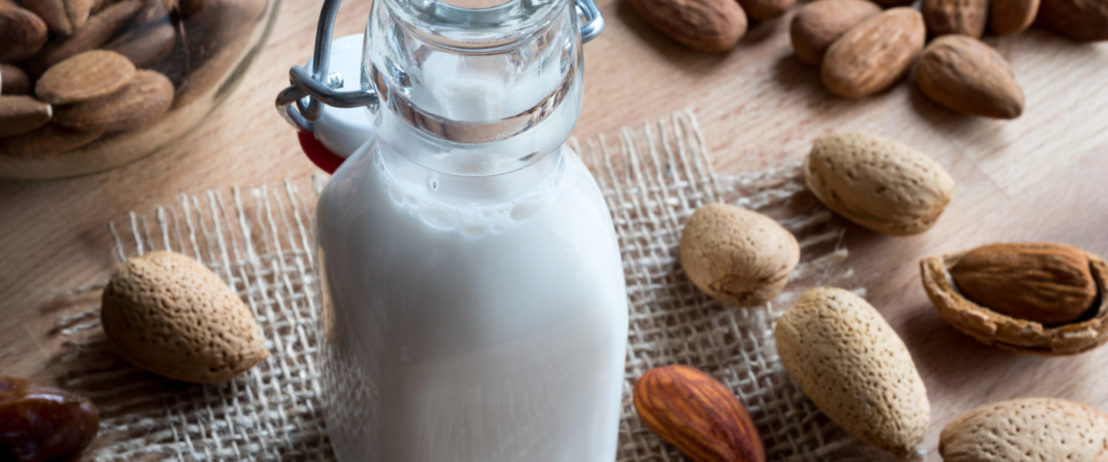 latte di mandorla fatto in casa