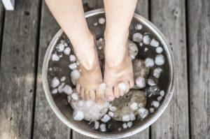 piedi secchiello ghiaccio