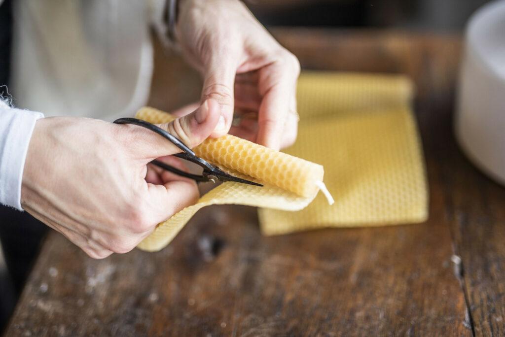 taglio del foglio di cera d'api