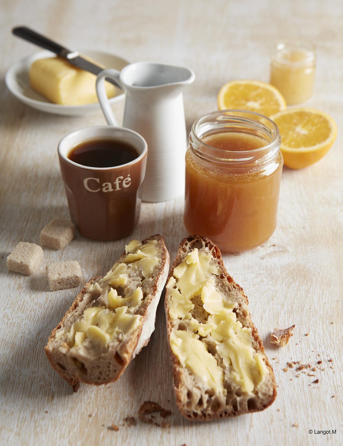 colazione pane burro caffè marmellata frutta latte
